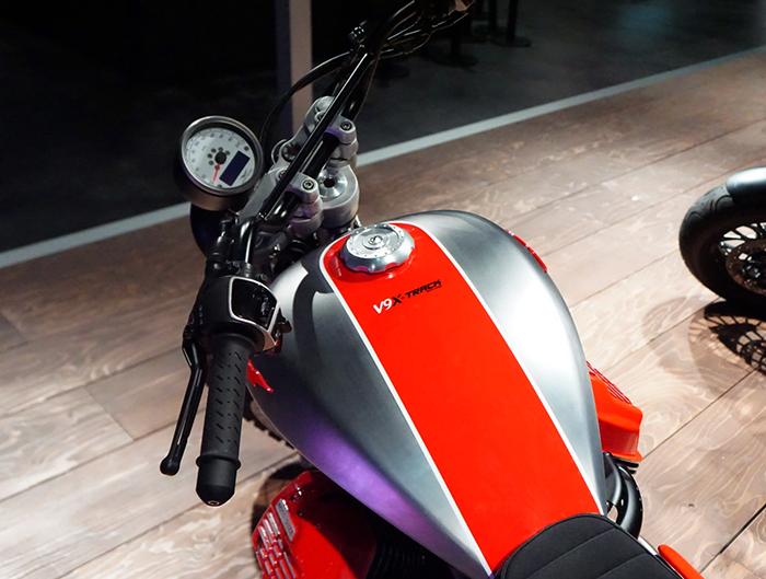 Moto Guzzi V9 X-Track tank