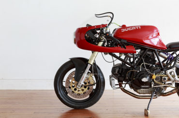 Simple and clean :: Ducati 900SS cafe racer