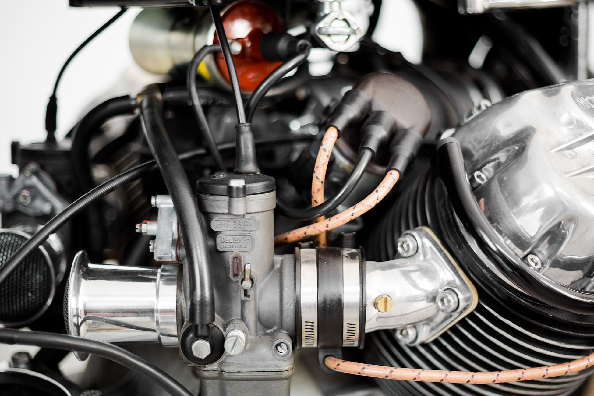 Route Fiere, vintage Moto Guzzi V7 carburetor