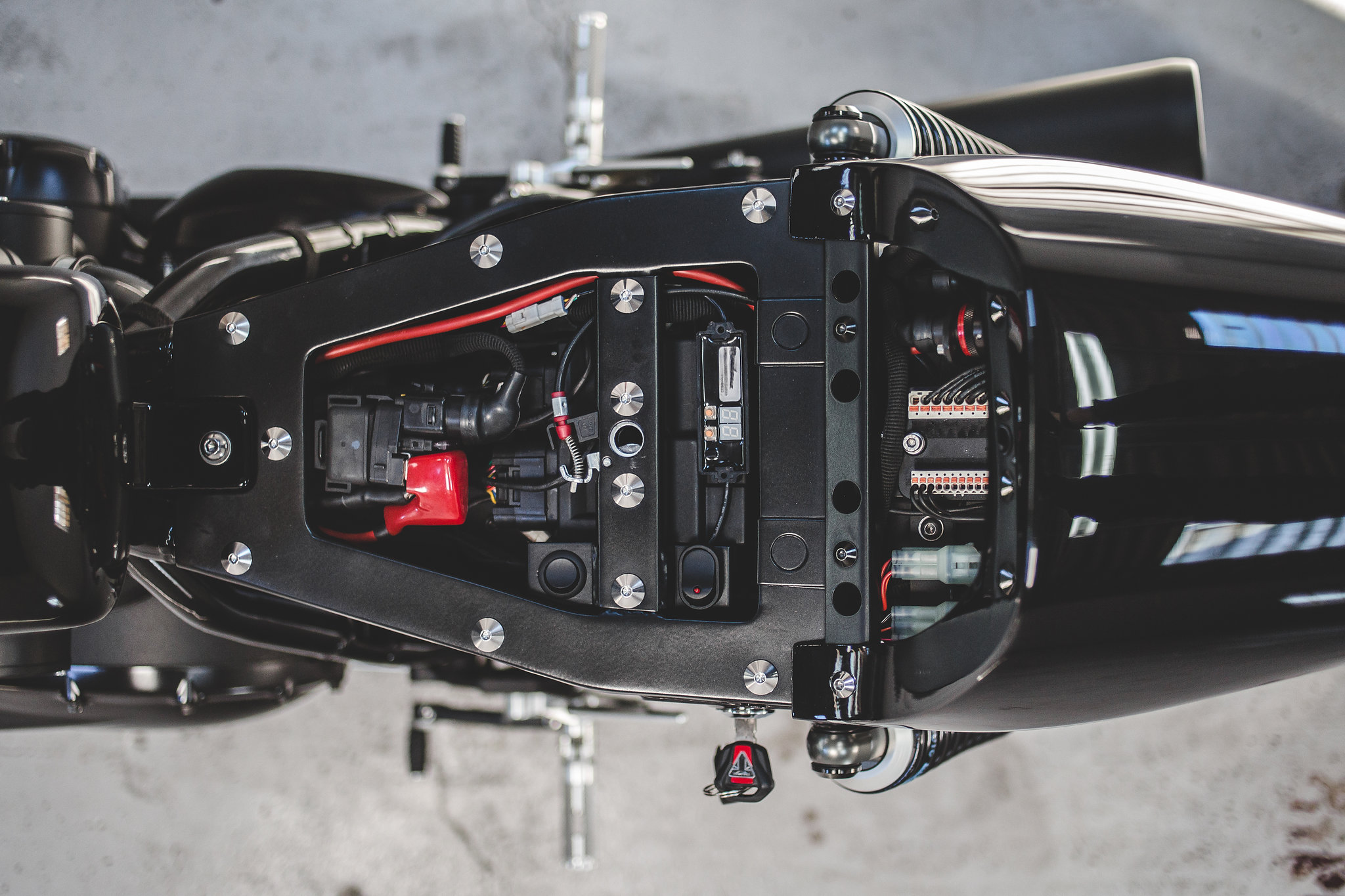 Thruxton R cafe racer motogadget wiring