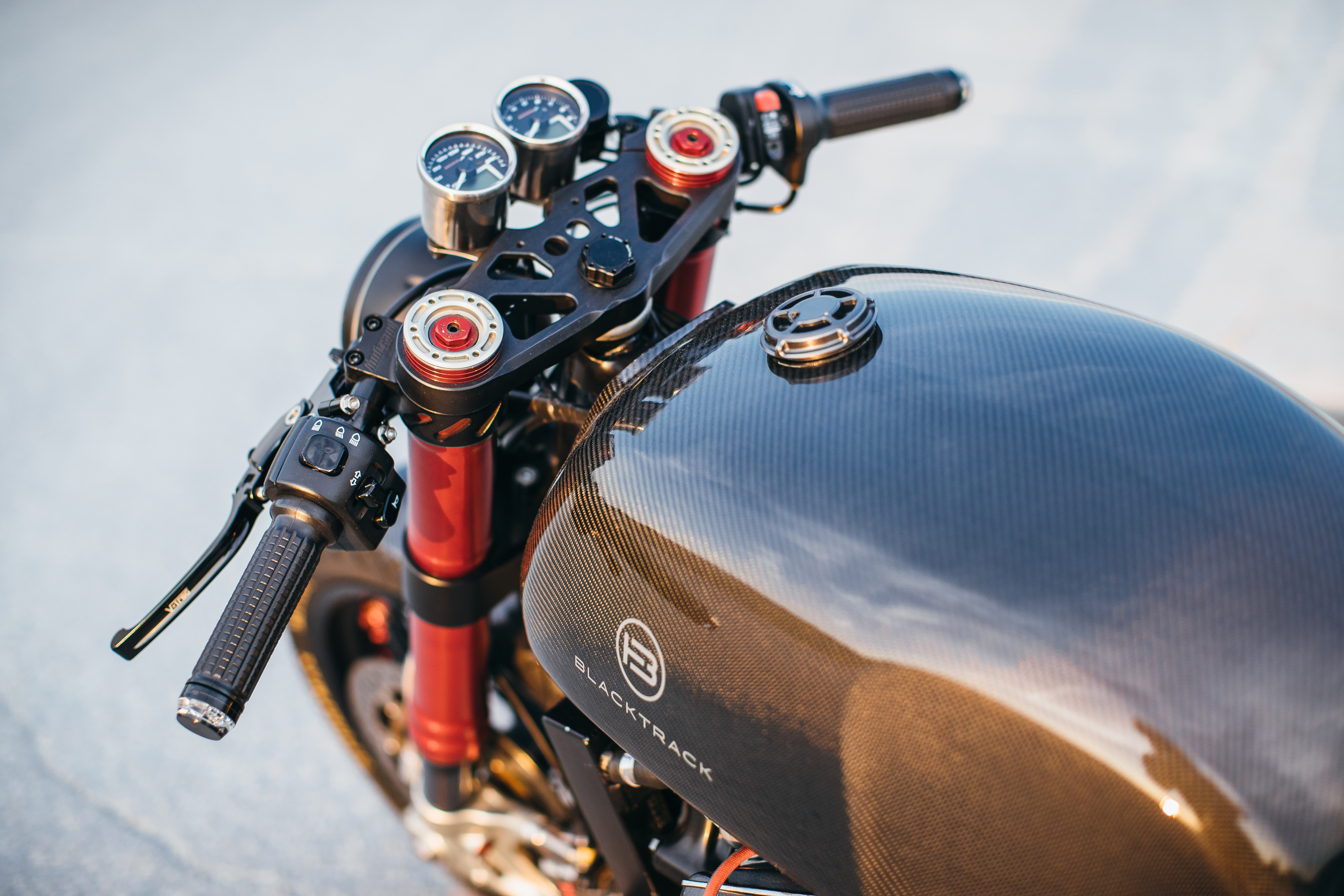 BT-01 Carbon cafe racer CX500