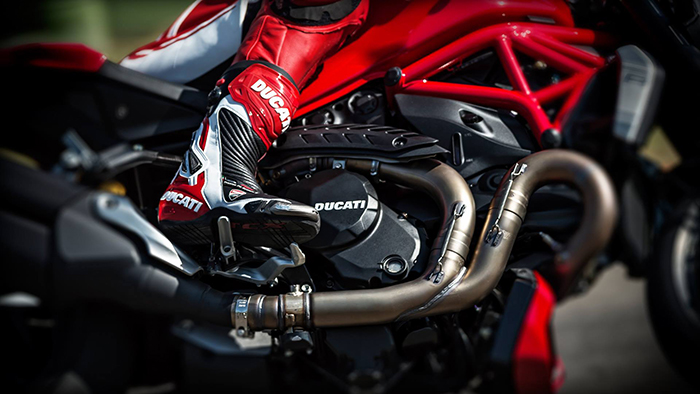 Ducati Monster 1200 R rearsets