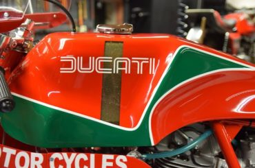 Ducati 900 MH repli-racer by Back to Classics