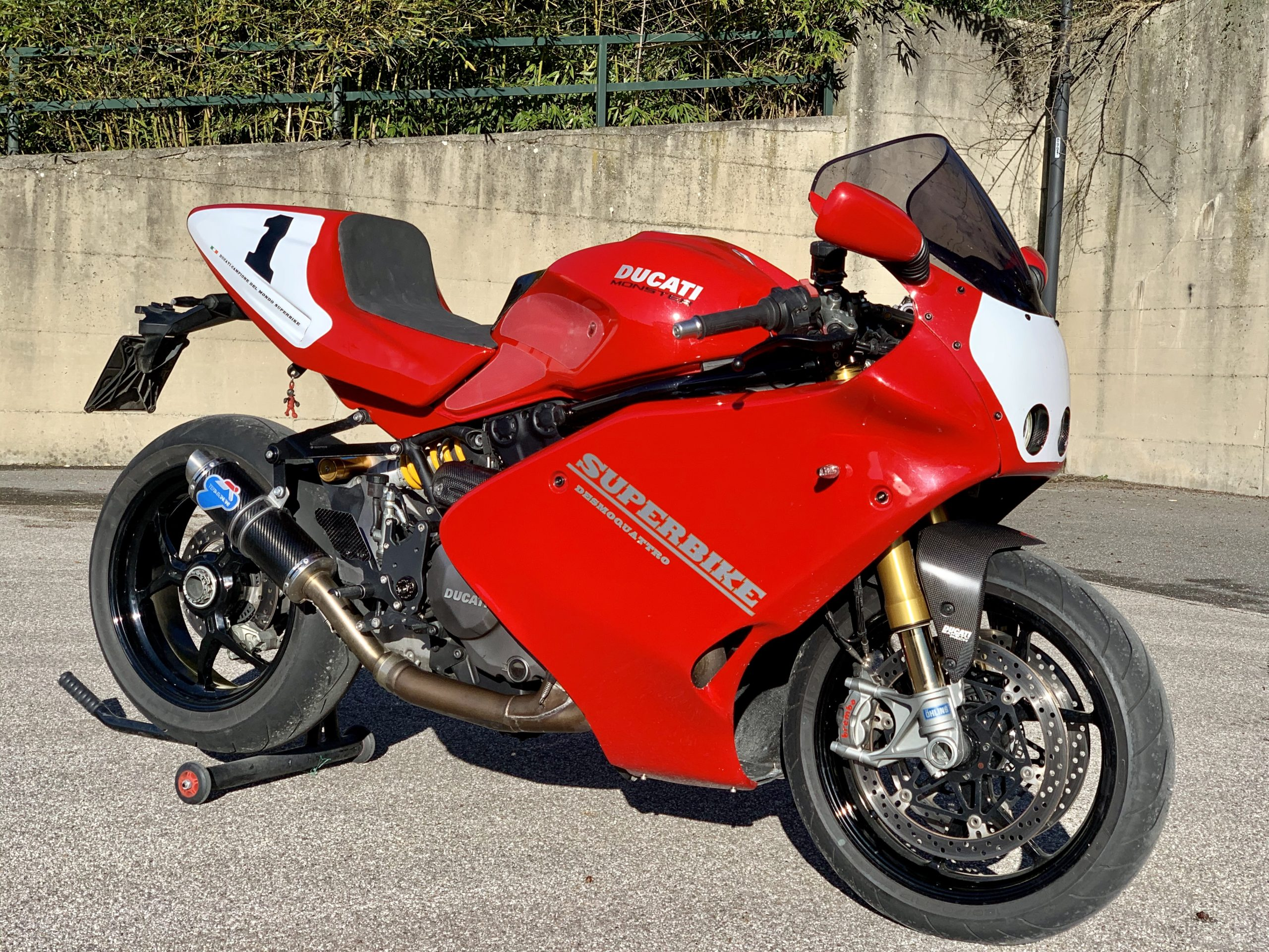 Custom Ducati Monster mixed with Ducati 900SS